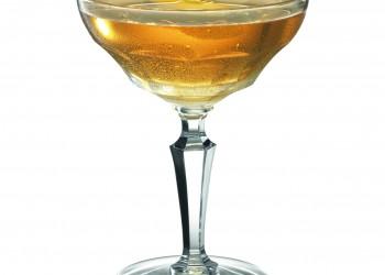 GIN & IT INGRÉDIENTS : 4 - 5 glaçons 2 cl de Martini Riserva Speciale Ambrato 2 cl de gin Bombay Sapphire 1 filet de Bitter à l'orange 1 zeste de citron RECETTE : Remplir de glaçons un verre à cocktail. Verser le Martini Riserva Speciale Ambrato, le Bombay Sapphire et un filet de Bitter à l'orange sur la glace. Agiter délicatement. Décorer avec un zeste de citron.