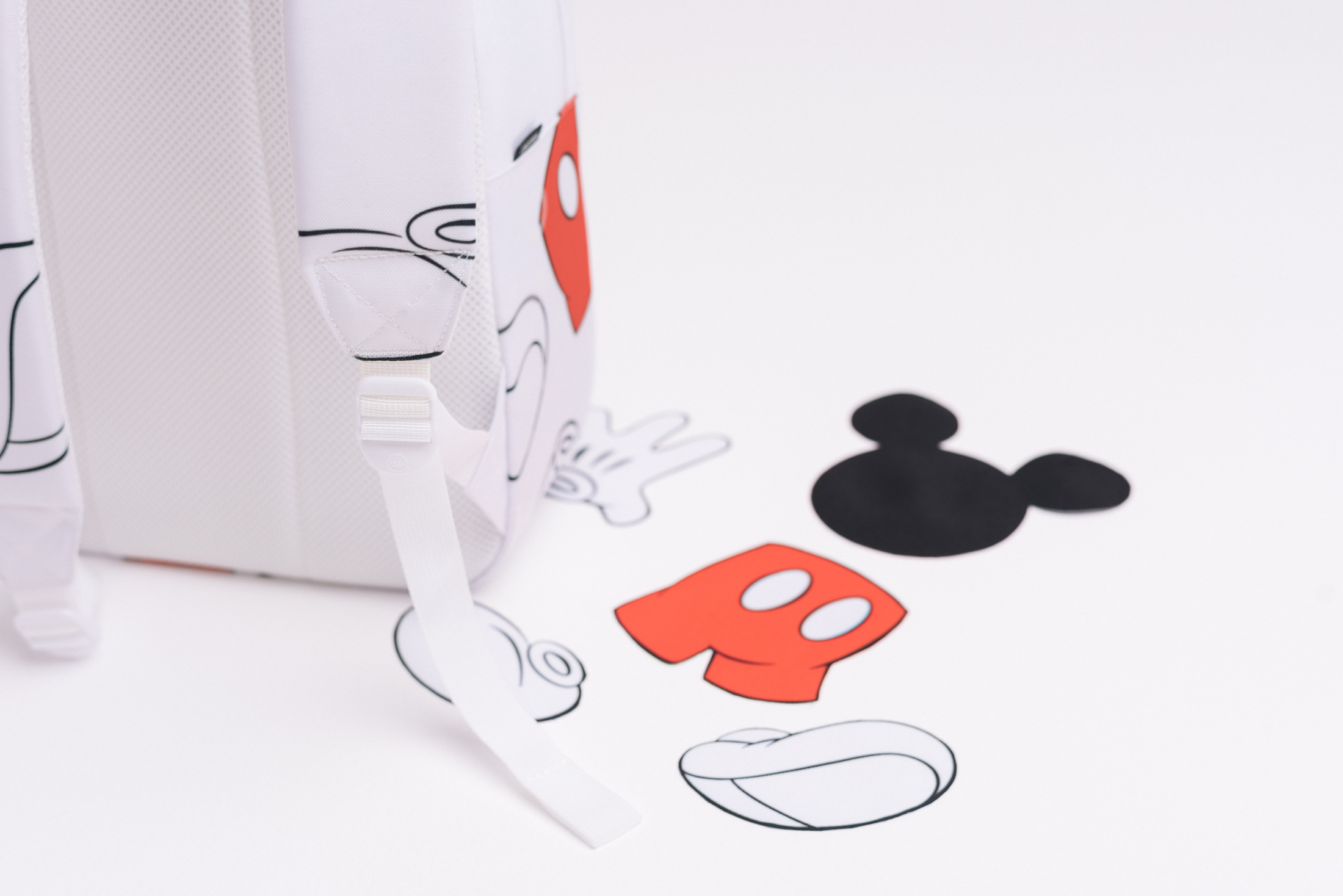 S16_Mickey-Mouse_Lifestyle_WEB_05-herschel-collab
