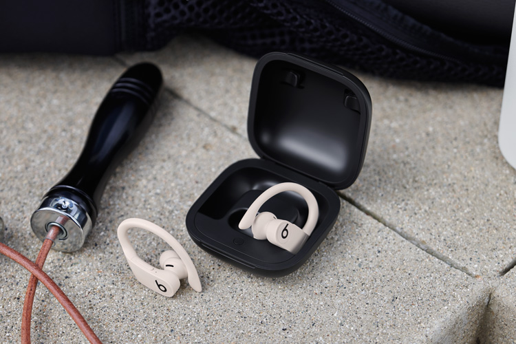 playlist, powerbeats pro, beats by dre, Apple, lappoms, lifestyle blog